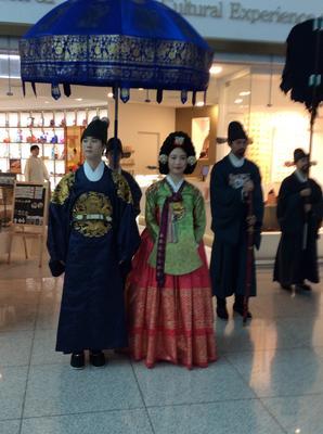 空港で観光客へのサービスです。